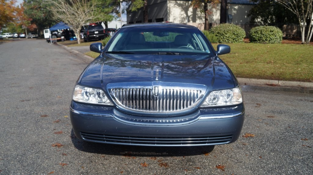 Pre Owned 2005 Lincoln Town Car Signature 4d Sedan In Wilmington